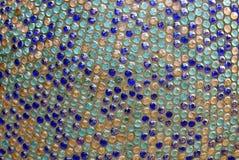 Texture de mosaïque ronde lumineuse colorée sur le mur Image libre de droits