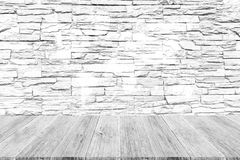 Texture de mur en pierre, processus dans la couleur blanche avec les WI en bois de terrasse Photo libre de droits