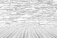 Texture de mur en pierre, processus dans la couleur blanche avec la terrasse en bois Photo stock