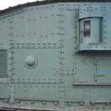 Texture de mur latéral de réservoir, faite de métal et renforcée avec une multitude de boulons et de rivets images stock