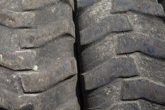 Texture de plan rapproché chauve de pneu de camion Images stock