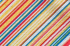 Texture de tissu avec le modèle diagonal coloré de rayures Photographie stock libre de droits