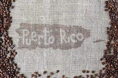 Texture de toile de jute avec la frontière de grains de café Photos stock