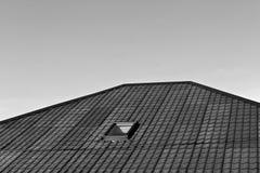 Texture de toit de Chambre avec la mansarde en noir et blanc Photo stock