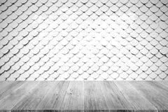 Texture de toit de tuile, processus dans la couleur blanche avec l'esprit en bois de terrasse Photo stock