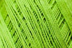 Texture de tricotage verte de fil, contexte d'ouvrage Photos libres de droits