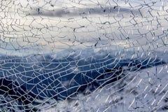 Texture de verre et de montagnes cassés à l'arrière-plan Photos libres de droits