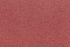 Texture de vieux fond de papier rouge foncé, plan rapproché Structure de carton brun dense de papier d'emballage Image stock