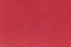 Texture de vieux fond de papier rouge foncé, plan rapproché Structure de carton dense de vin Photographie stock libre de droits