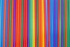 Texture des bâtons colorés de cocktail Rayures verticales colorées Photographie stock