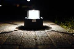 Texture des carrelages sous la lumière du lampadaire photos stock