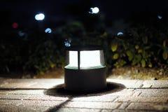 Texture des carrelages sous la lumière du lampadaire image stock