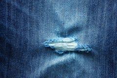 Texture des jeans essuyés, chiffonnés et déchirés Photos stock