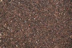 Texture du sable brut avec les puces en pierre rouges photos libres de droits