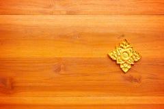Texture en bois avec la feuille d'or photos stock