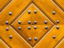Texture en bois empilée du dessin de conseils d'un diamant avec des rivets de fer Photos stock