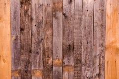 Texture en bois foncée de mur de planche Photographie stock