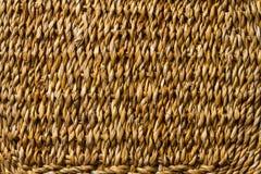 Texture en osier d'armure de tresse de panier, fond de macro de paille Photographie stock libre de droits
