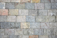 Texture en pierre grise/jaune avec des signes de pierre rose Image stock