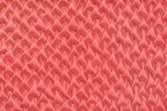Texture en soie dans la couleur de corail vivante à la mode de l'année 2019 images libres de droits