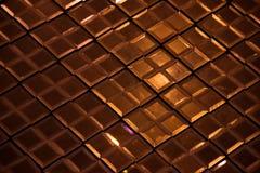Texture et fond en verre réfléchissants en bronze foncés d'abrégé sur diamant de losange Image stock