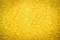 Texture jaune de fond de tissu de dentelle Photos libres de droits