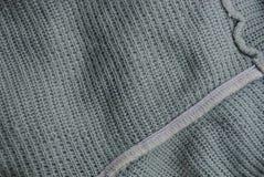 Texture légère grise d'un fragment d'un vieux chandail de laine Photo stock