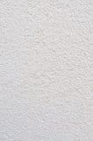Texture lumineuse de Grey Beige Plastered Wall Stucco, plâtre concret vertical naturel détaillé de Gray Coarse Rustic Textured Ba Images libres de droits