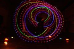 Texture lumineuse légère colorée sur le noir images libres de droits