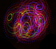 Texture lumineuse légère colorée sur le noir images stock