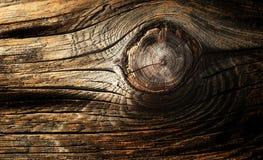 Texture nouée foncée en bois de pin Fond en bois superficiel par les agents naturel Photographie stock