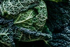 Texture organique Chou frisé vert frais la plupart des légumes utiles sur le petit morceau Photographie stock
