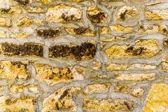 Texture orientée/fond de mur en pierre de mortier de couleur jaune photos libres de droits