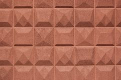 Texture a parede com as lajes quadradas da cor do tijolo das migalhas artificial Imagem de Stock Royalty Free