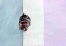 Texture a parede de tijolo velha, emplastrada e pintada em três cores Fotos de Stock Royalty Free