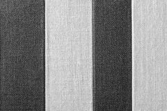 Texture rayée de couleur noir-grise de tissu rugueux Image libre de droits
