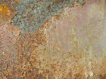 Texture rougeâtre fortement ondulée en métal photos libres de droits