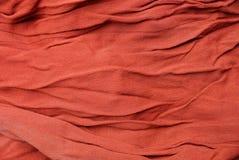 Texture rouge d'un morceau de tissu chiffonné Photo libre de droits