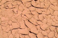 Texture rouge de sol sec de désert Photos libres de droits