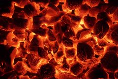 Texture rougeoyante de fond de briquettes de charbon de bois Photographie stock