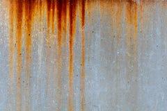 Texture rouillée de tache en métal sur le mur en béton image stock