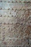 Texture rouillée en métal Plat clouté de fer Rivets sur vieux rouillé rencontré Photos stock