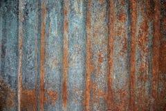 Texture rouillée onduleuse en gros plan de feuille de coursier pour le fond images stock