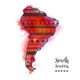 Textured wektorowa mapa Ameryka Południowa Pociągany ręcznie ethno wzór, plemienny tło Abstrakcjonistyczny tło z akwareli plamami royalty ilustracja