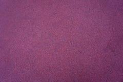 Texturen av den burgundy sammeten Bakgrunden av den burgundy torkduken Bakgrund av burgundy sammet Arkivfoto