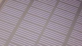 Texturen av det sol- batteriet stock video