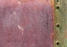 Texturen av metallplattan med bultar Grön rostig yttersida Royaltyfri Foto
