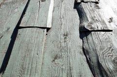Texturen av träbräden är blå med sömmar som målas horisontellt med naturlig målarfärg grönska för abstraktionbakgrundsgentile arkivbilder