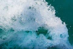 Texturen av vågorna från skeppet Royaltyfria Foton