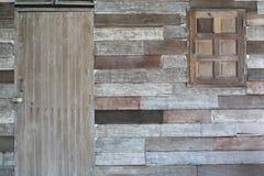 Texturer och modeller av bruna trädörrar och fönster fotografering för bildbyråer